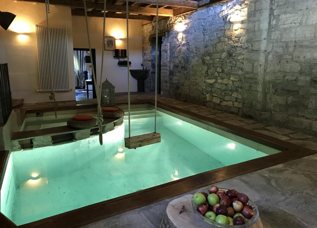 Cernobbio luxury cottage with indoor swimming pool for Luxury cottages with indoor swimming pool