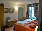 double bedroom in lake como pigra