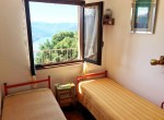 twin bedroom lake view pigra
