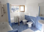 Bathroom with shower and bath Villa in Argegno for rent