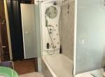 bathroom with bath dizzasco
