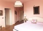 first floor bedroom in centro valle intelvi-21
