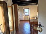 07rent portion of stone house castiglione